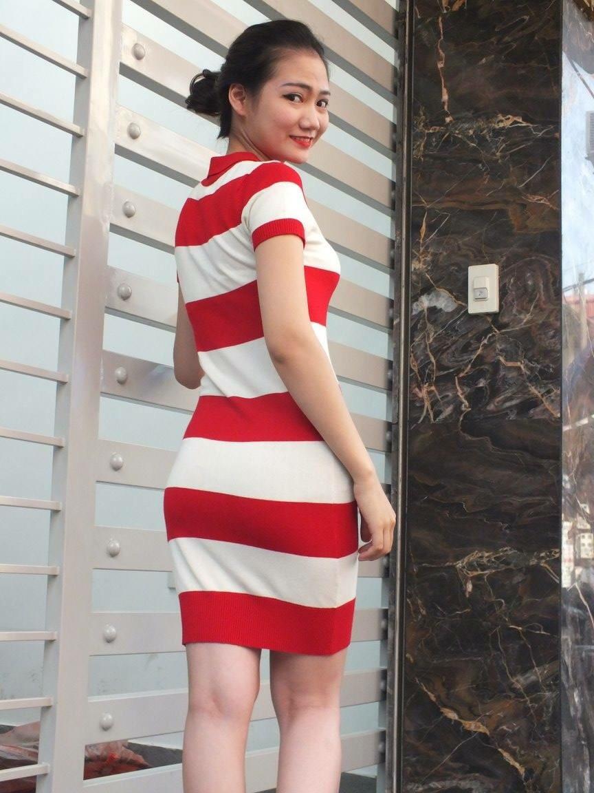 Váy sọc đỏ trắng
